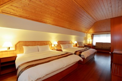 European Style Cabin Room for 4
