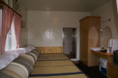 和室六人房